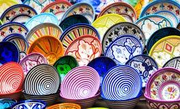 传统陶瓷瓦器在摩洛哥 免版税库存图片