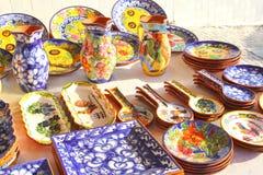 传统陶瓷瓦器雄鸡,市场,葡萄牙 库存照片