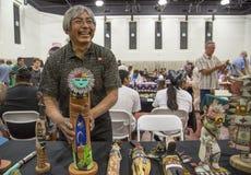 传统霍皮族Kachina玩偶艺术家陈列工作 免版税图库摄影