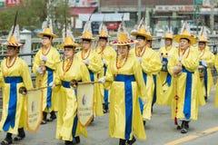 传统韩国农夫的结尾显示,舞蹈在韩国发生庆祝收获的农夫 免版税库存图片