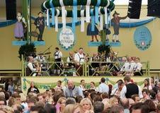 传统音乐和啤酒在Spatenbrau帐篷 免版税库存图片