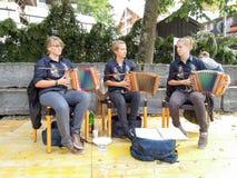 传统音乐小组在瑞士阿尔卑斯的昂热尔贝格 库存照片