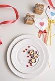 传统风格自创巧克力用白色奶油甜点 华伦泰` s天或浪漫事件的可口点心 免版税库存图片