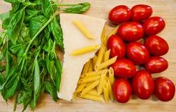 从传统食物的意大利旗子 库存图片