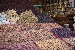 传统香料市场用草本和香料在阿斯旺,埃及 库存图片