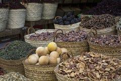 传统香料市场用草本和香料在阿斯旺,埃及 库存照片