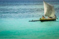 传统马达加斯加人的小船 免版税库存照片