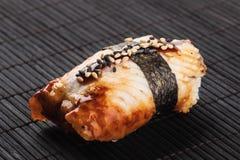 传统鳗鱼食物日本的寿司 库存图片