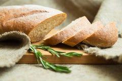 传统麸皮家制面包 库存照片