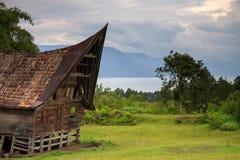 传统Batak房子在北苏门答腊 免版税库存图片
