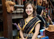 传统costum的微笑的马来西亚女孩 免版税库存照片