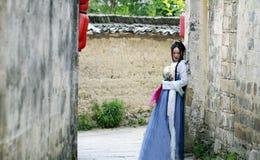 传统Hanfu dressï ¼ Œclassic秀丽的亚裔中国妇女在奇恩角 免版税库存照片