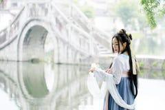 传统Hanfu dressï ¼ Œclassic秀丽的亚裔中国妇女在奇恩角 图库摄影