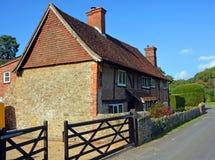 传统Hascombe农厂议院在萨里,英国 免版税图库摄影