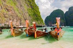 传统longtail小船线在著名玛雅人ba靠了码头 图库摄影