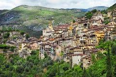 传统moutain村庄在法国 库存图片