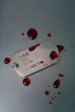 伤害的战士卡箍标记或陆军链子  库存图片