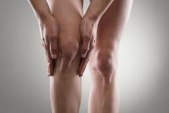 伤害膝盖公痛苦赛跑者连续体育运动 免版税库存图片