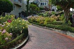 伦巴第街道在旧金山加利福尼亚早晨 库存图片