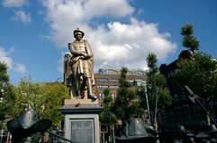 伦布兰特雕象在阿姆斯特丹 免版税库存图片