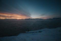 巴伦支海冬天海岸 免版税图库摄影
