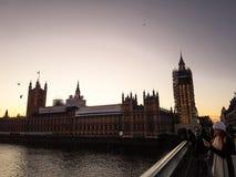 伦敦、英国-议会议院的看法,大本钟和威斯敏斯特宫 库存照片