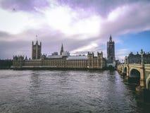 伦敦、英国-议会议院的看法,大本钟和威斯敏斯特宫 库存图片