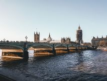 伦敦、英国-议会议院的看法,大本钟和威斯敏斯特宫 图库摄影