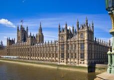 伦敦、议会英国- 2014年6月24日-大本钟和议院  库存照片