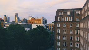 伦敦与多个摩天大楼的地平线都市风景鸟瞰图  股票视频
