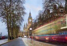 伦敦与红色公共汽车和大本钟的市场面在背景中 库存图片