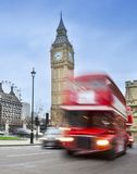 伦敦与红色公共汽车和大本钟的市场面 库存照片
