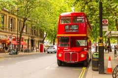 伦敦人红色双层汽车葡萄酒公共汽车 免版税库存照片