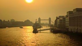 伦敦全景都市风景有塔桥梁的在早晨阳光下 股票录像