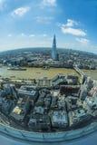 伦敦全景从天空庭院的携带无线电话的 免版税库存图片