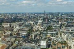 伦敦全景从天空庭院的携带无线电话的 免版税库存照片