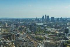 伦敦全景从天空庭院的携带无线电话的 库存图片