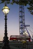 伦敦公共汽车和伦敦眼 图库摄影