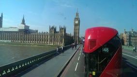 伦敦公共汽车和大笨钟 图库摄影