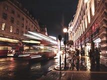 伦敦公共汽车在晚上 免版税库存照片
