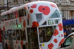 伦敦公共汽车-退伍军人日 库存图片