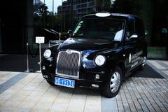 伦敦出租汽车在上海,中国 免版税库存图片