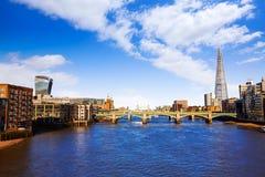 伦敦千年桥梁地平线 库存图片