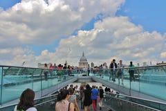 伦敦千年桥梁 库存图片