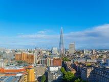 伦敦南银行的都市风景在一个晴朗的下午的 免版税库存图片