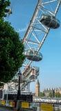 伦敦在大本钟前面的眼睛荚 免版税库存图片