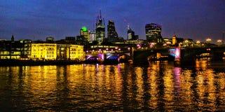 伦敦在晚上 库存照片