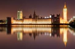 伦敦在晚上-议会,大本钟议院  免版税图库摄影