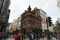 伦敦在登曼St和Shaftesbury的连接点的街道视图 库存照片