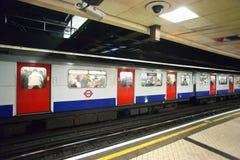 伦敦地下培训 免版税图库摄影